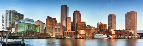 Carta da parati Downtown panoramic city view of Boston Massachusetts looking over the riverfront