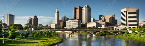 Canvas Print Downtown cityscape panoramic looking over the Scioto River and the Discovery Bri