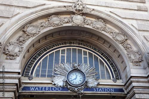 Obraz na płótnie Entrance doorway sign to London Waterloo train station, England.
