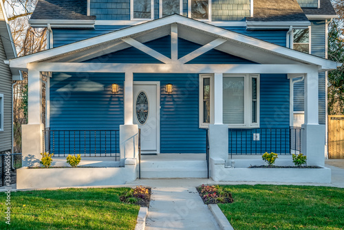 Cuadros en Lienzo Beautiful renovated craftsman style covered porch with white columns, beams,  bl