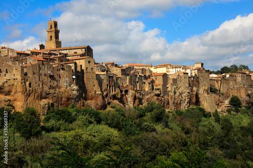 Carta da parati Pitigliano (GR), Italy - June 12, 2017: The historic hilltop village of Pitiglia
