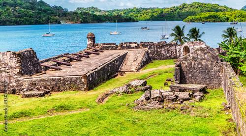 Fotografija UNESCO World Heritage Site Fort San Jeronimo located in Portobelo, Panama