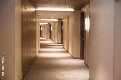 Photo long corridor in a hotel