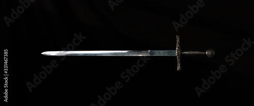 Photo medieval knight's sword on a black background
