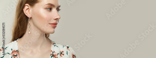Foto Beautiful female profile on white banner background
