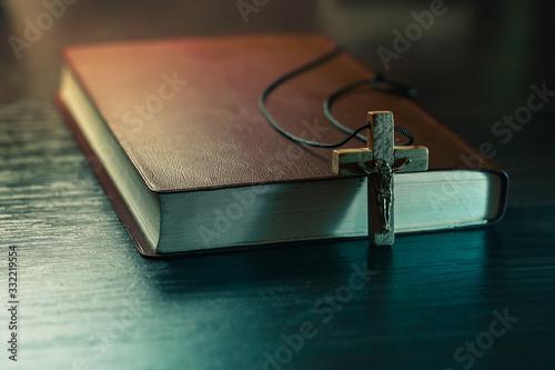 Valokuvatapetti Crucifix and the Bible