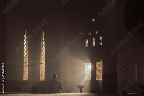 Canvas Print Young Muslim Guy Reading The Koran