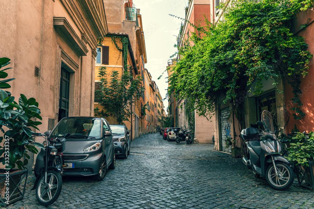 Empty street without people in Rome downtown, Coronavirus outbreak in Italy. <span>plik: #332533357   autor: DedMityay</span>