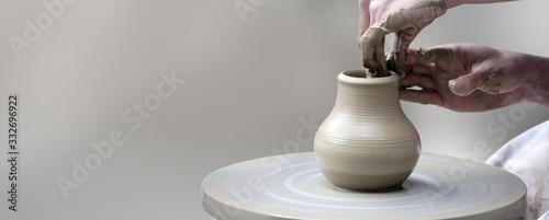 Fotografia hands making ceramic cup