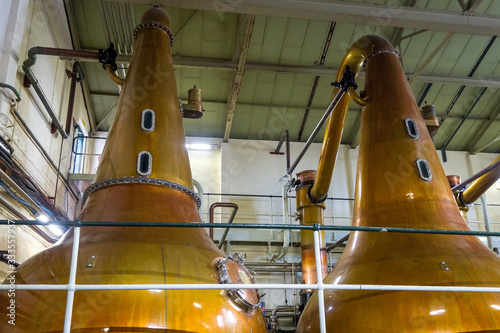 Fototapeta Scottish distillery tour - whisky malting vintage equipment