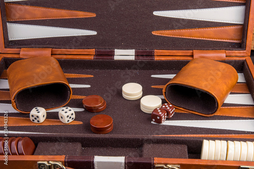 Photographie backgammon game with board pieces and dice