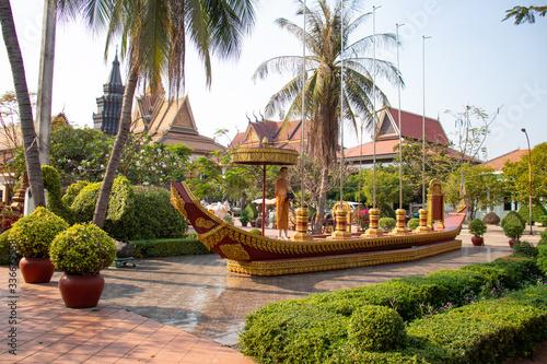 Fototapeta premium Piękny widok na świątynię buddhis w Siem Reap w Kambodży.