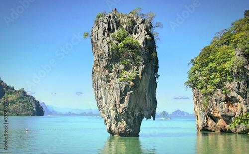 Foto Steep Cliff In Sea