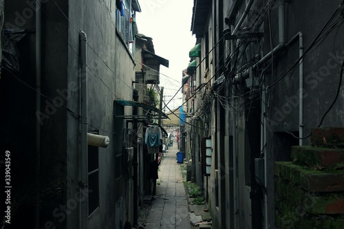 Canvas Print Narrow Alley Amidst Buildings In City