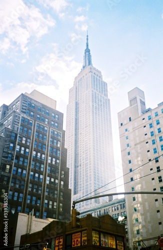 фотография Low Angle View Of Empire State Building In City Against Sky