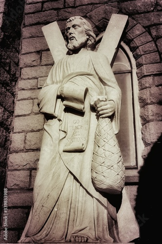 Photo Low Angle View Of St Andrews Statue