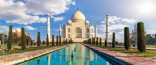 Obraz na plátně Taj Mahal in India, panoramic view, Agra, Uttar Pradesh