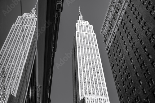 Canvas Print Low Angle View Of Empire State Building Reflecting On Glass