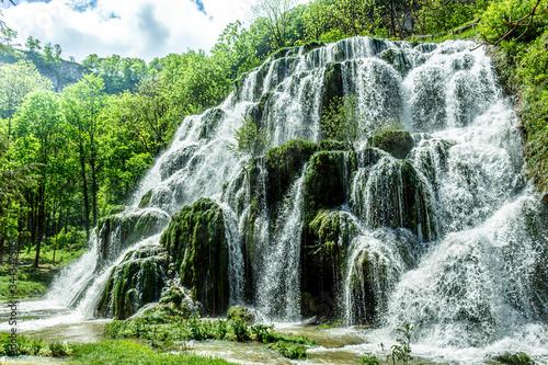 Fotografie, Obraz Beaumes-les-Messieurs tuffs waterfall