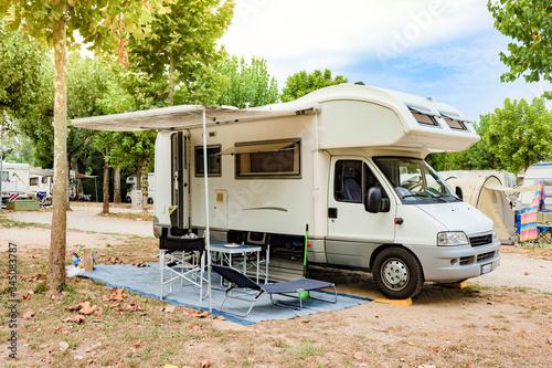 Tela camper in camping