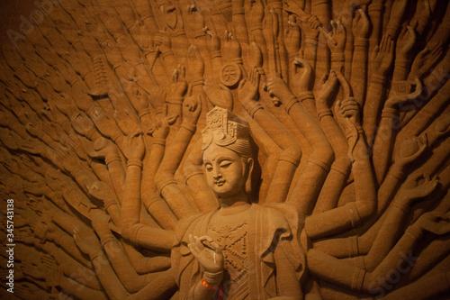 Obraz na plátně Hindu Goddess Statue Against The Wall