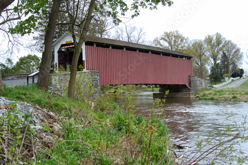 Wallpaper Mural Erb's Mill Covered bridge over Hammer Creek