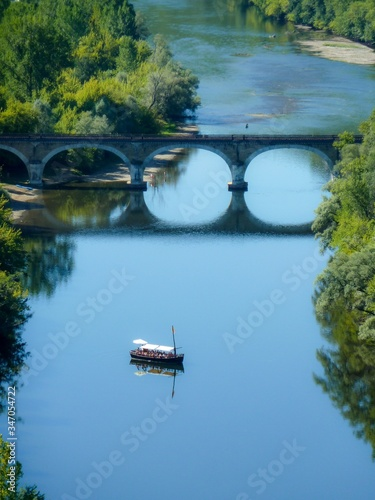 Obraz na plátně Vertical shot of a scow in Dordogne river, France at daytime