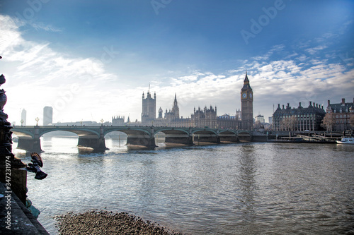 Obraz na plátně River Thames And The Palace Of Westminster In London