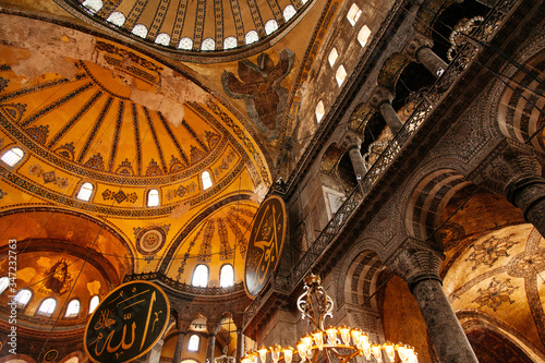 Canvas-taulu Interior Of Illuminated Hagia Sophia
