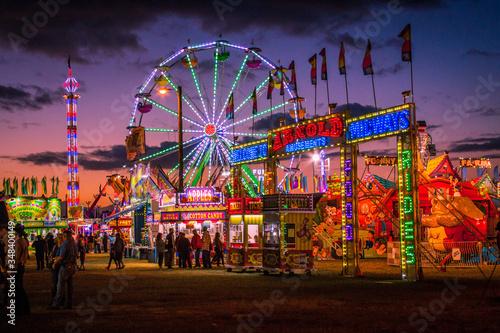 Illuminated Ferris Wheel At Amusement Park Against Sky Fototapete