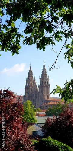 Photo Cathedral Of Santiago De Compostela Against Sky In City