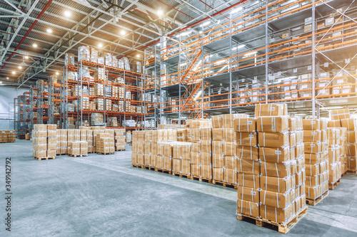 Cuadros en Lienzo Large industrial warehouse with high racks