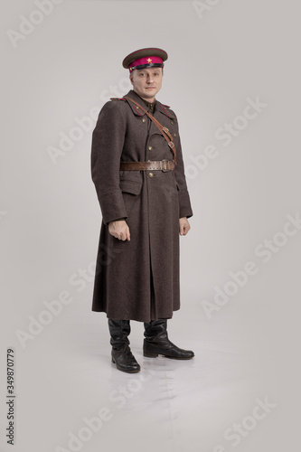 Canvastavla Actor man in an old military uniform of an officer of the Soviet army during the