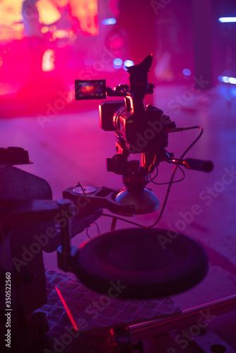 Cuadros en Lienzo automatic cart for video shooting.