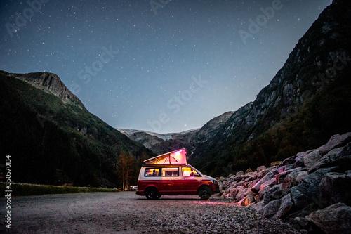 Leinwand Poster California T6 Bulli Nachthimmel Norwegen