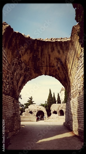 Fotografie, Tablou Old Archway Against Sky