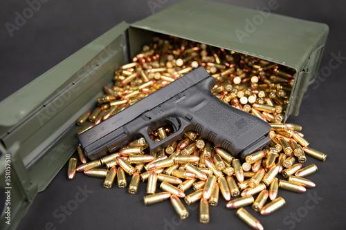 Obraz na plátně Glock 17 with 9mm ammo & ammo box