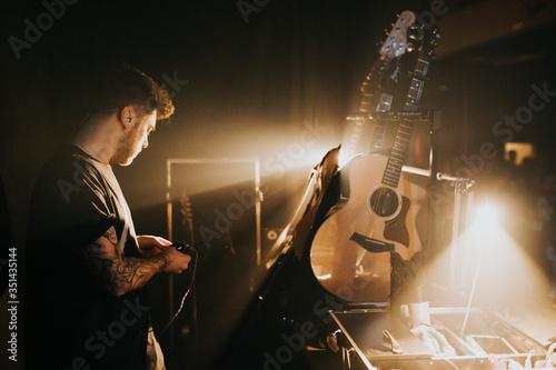 Billede på lærred Musician backstage in a concert