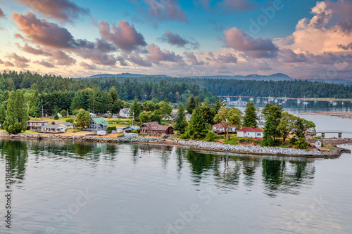 Photo Homes along the coast of Canada near Nanaimo