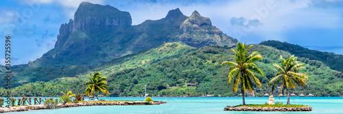Carta da parati Bora Bora Island, French Polynesia. Web banner in panoramic view.