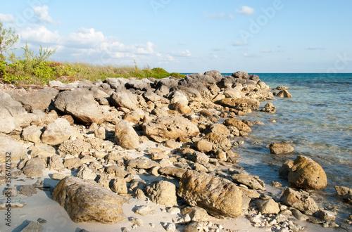 Canvas Print Grand Bahama Island Rocky Taino Beach