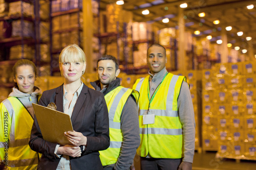 Canvas-taulu Workers and businesswoman in warehouse