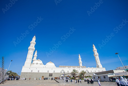 Obraz na plátně Quba Mosque, the first mosque build by prophet Muhammad in Medina, Saudi Arabia