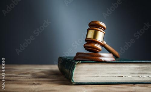 Obraz na płótnie judge on the book