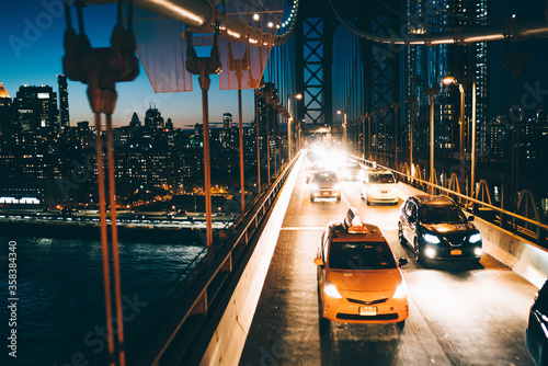 Yellow cabs and cars moving by Manhattan bridge to other side of megalopolis wit Fototapete