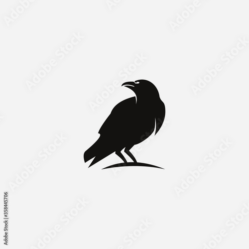 Photo crow on a white background logo raven templet