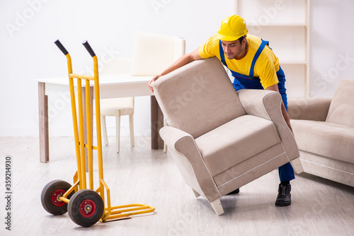 Young male contractor in relocation concept Fototapete
