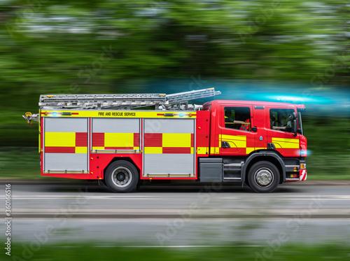 Obraz na plátne UK Fire Engine Responding To Emergency On Blue Lights