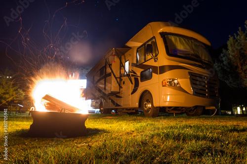 Fotografija camp fire at night