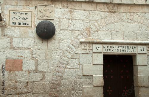 Obraz na płótnie Jerusalem, Altstadt, Station an der Via Dolorosa: Simon von Cyrene wird das Kreu